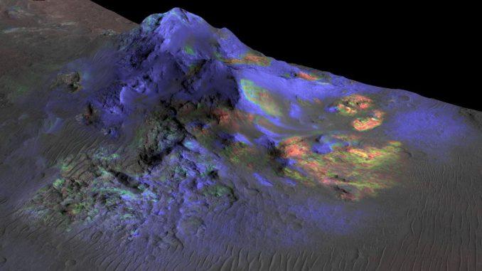 Forscher haben Ablagerungen von Impaktglas in Kratern auf dem Mars gefunden, darunter im hier gezeigten Alga-Krater. (NASA / JPL-Caltech / JHUAPL / Univ. of Arizona)