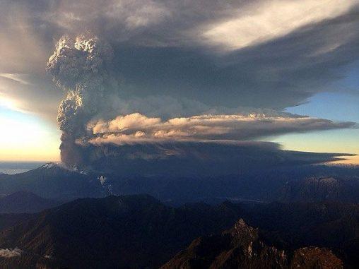 Eine Eruption des Vulkans Calbuco in Chile. (Wikipedia / User: Gabriel Esteffan, cc-by-sa-2.0)