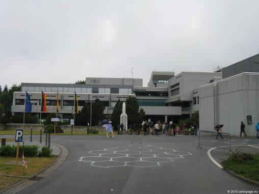 Der Eingangsbereich des Max-Planck-Instituts für Astronomie auf dem Königstuhl in Heidelberg. (astropage.eu)