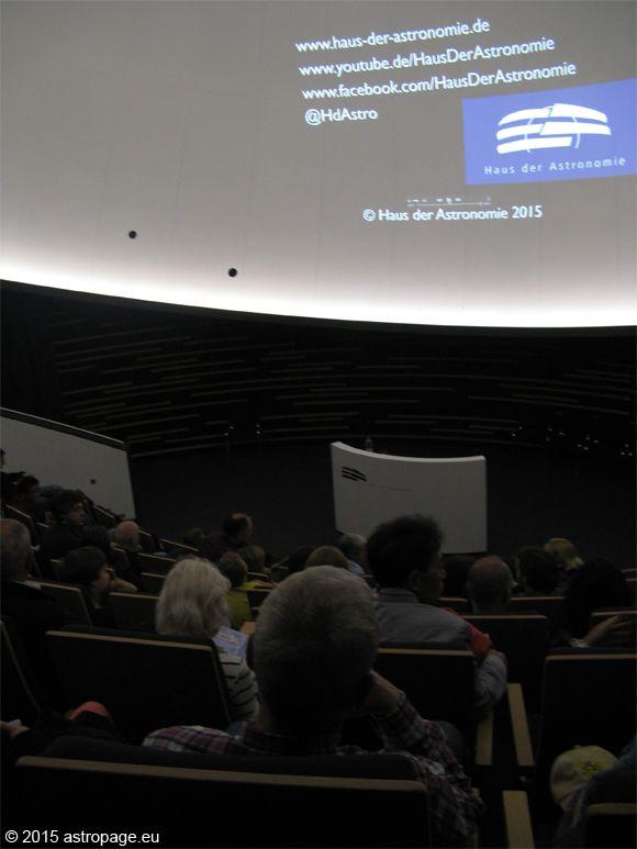 Filmvorführung im Hörsaal des Hauses der Astronomie. (astropage.eu)