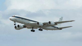 Das NASA-Forschungsflugzeug vom Typ DC-8 kommt bei der Erforschung nächtlicher Gewitter über den Great Plains zum Einsatz. (NASA)