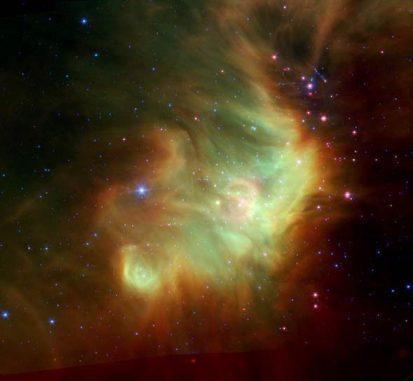 Die junge Sternentstehungsregion IC 348 im Sternbild Perseus, aufgenommen von den Infrarotkameras an Bord des Weltraumteleskops Spitzer. (NASA, ESA, J. Muzerolle (STScI), E. Furlan (NOAO and Caltech), K. Flaherty (Univ. of Arizona / Steward Observatory), Z. Balog (Max Planck Institute for Astronomy), and R. Gutermuth (Univ. of Massachusetts, Amherst))