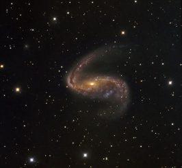 NGC 2442, aufgenommen vom Danish 1,54-Meter Telescope in Chile. (ESO / IDA / Danish 1.5 m / R. Gendler, J.-E. Ovaldsen, C. C. Thöne and C. Féron)