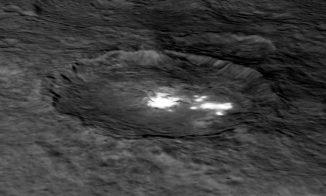 Digitales Modell des Kraters Occator, basierend auf Daten der Raumsonde Dawn. (NASA / JPL-Caltech / UCLA / MPS / DLR / IDA)