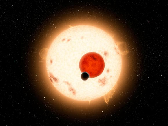 Illustration des Exoplaneten Kepler-16b vor seinen beiden Zentralsternen. Als zirkumbinärer Exoplanet hat er Ähnlichkeit mit Tatooine. (NASA / JPL-Caltech)