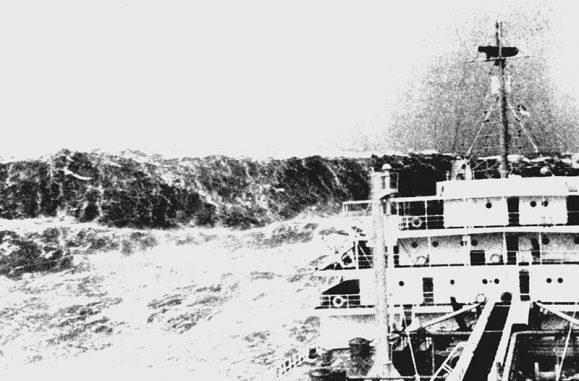 Eine Freak Wave in der französischen Biskaya, aufgenommen um das Jahr 1940 herum. (NOAA)