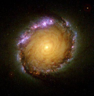 Hubble-Aufnahme des Zentralbereichs der Galaxie NGC 1512. (NASA / Space Telescope Science Institute)