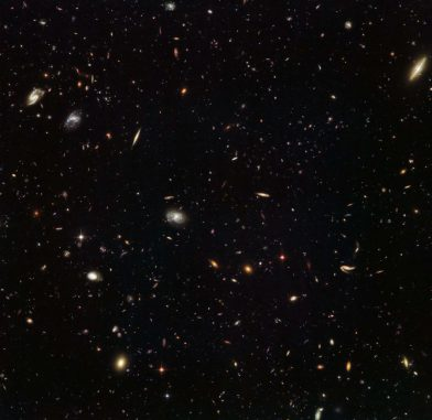 MACS J1149.5+2233, aufgenommen vom Weltraumteleskop Hubble. (ESA / Hubble & NASA; Acknowledgement: Judy Schmidt (Geckzilla))