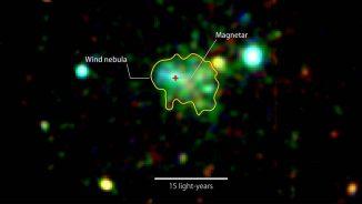 Dieses Röntgenbild zeigt die Emissionen um den Magnetar Swift J1834.0-0846. Das Leuchten stammt von einer Wolke aus schnellen Teilchen, die von dem Neutronenstern produziert werden. Energien von 2.000-3.000 eV sind in Rot dargestellt, 3.000-4.500 eV in Grün und 5.000-10.000 eV in Blau. Das Bild kombiniert Daten des ESA-Satelliten XMM-Newton vom 16. März und 16. Oktober 2014. (ESA / XMM-Newton / Younes et al. 2016)