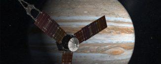 Künstlerische Darstellung der Raumsonde Juno vor Jupiter. (NASA)