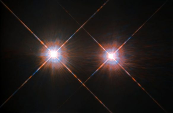 Das Sternsystem mit Alpha Centauri A und B (links und rechts) und dem hier nicht sichtbaren Zwergstern Proxima Centauri ist das erdnächste Sternsystem. (ESA / Hubble & NASA)