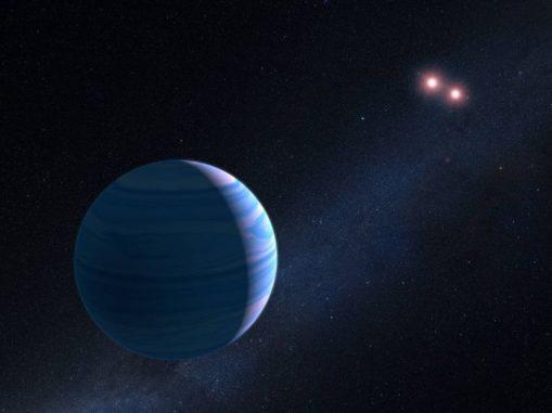 Künstlerische Illustration eines Gasriesen, der ein Paar roter Zwergsterne im System OGLE-2007-BLG-349 umkreist. (NASA, ESA, and G. Bacon (STScI))