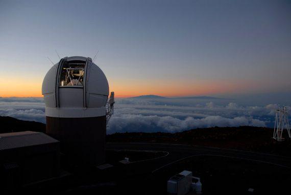 Das PanSTARRS Teleskop auf Hawaii. (PanSTARRS)