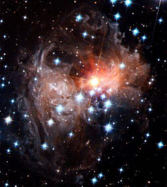 """Hubble-Aufnahme eines """"Lichtechos"""" von angestrahltem Staub um den Stern V838 Monocerotis, das wahrscheinlich von einer immensen Kollision ausgelöst wurde (NASA, ESA, and H. Bond (STScI))"""