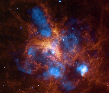 Der Tarantelnebel (X-ray: NASA / CXC / PSU / L.Townsley et al.; Infrared: NASA / JPL / PSU / L.Townsley et al.)