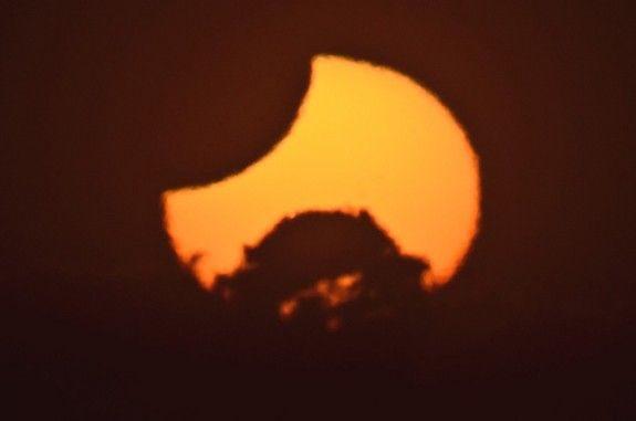 Partielle Sonnenfinsternis vom 25.11.2011 (James Tse / Christchurch, Neuseeland)