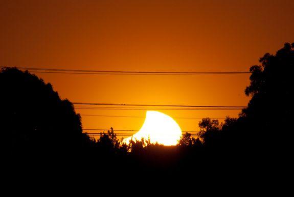 Partielle Sonnenfinsternis vom 25. November 2011 / Christchurch, Neuseeland (Tom Loten)