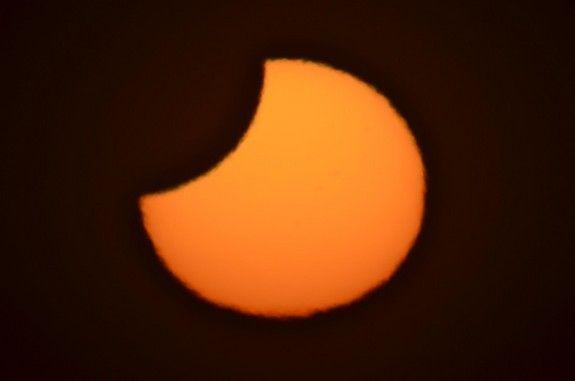 Partielle Sonnenfinsternis vom 25. November 2011 / Christchurch, Neuseeland (James Tse)