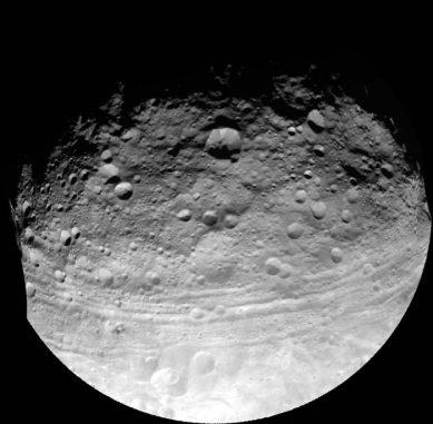 Globale Ansicht von Vesta (NASA / JPL-Caltech / UCLA / MPS / DLR / IDA)