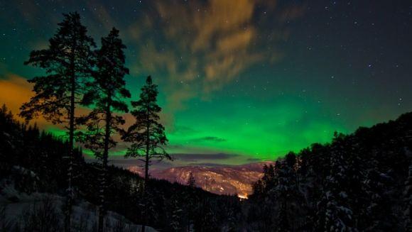 Nordlicht über Sogn og Fjordane, Norwegen (Lukasz Redzio)