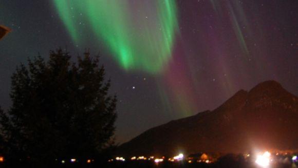 Nordlicht über Straume, Norwegen (Øystein O. Strandback)