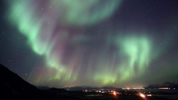 Nordlicht über der Inselgruppe der Vesterålen, Norwegen (Jack Lihaug)