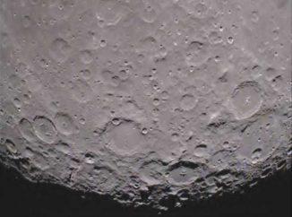 Der lunare Südpol von der Rückseite des Mondes aus gesehen, aufgenommen von der Ebb-Raumsonde (ehemals GRAIL-A) (NASA / JPL-Caltech)