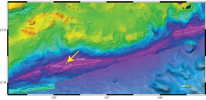 Karte des südlichen Marianengrabens mit dem Challengertief (Pfeil) (University of New Hampshire Center for Coastal and Ocean Mapping / Joint Hydrographic Center)