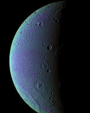 Falschfarbenaufnahme von Dione (NASA / JPL / Space Science Institute)