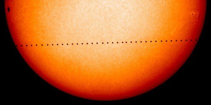 Merkur-Transit vom 8. November 2006, beobachtet vom Solar and Heliospheric Observatory SOHO (NASA)