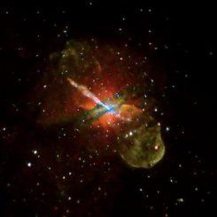 Chandra-Aufnahme der nahen Galaxie Centaurus A, deren Kern ein aktives supermassives Schwarzes Loch enthält. (NASA / CXC / CfA / R.Kraft et al.)