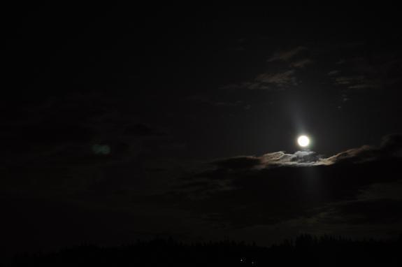 Super-Vollmond vom 5. Mai 2012 über Manchester, Washington (Foto: Tonya Traylor)