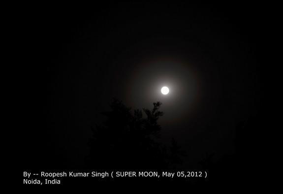 Super-Vollmond vom 5. Mai 2012 über Noida, Indien (Foto: Roopesh Kumar Singh)