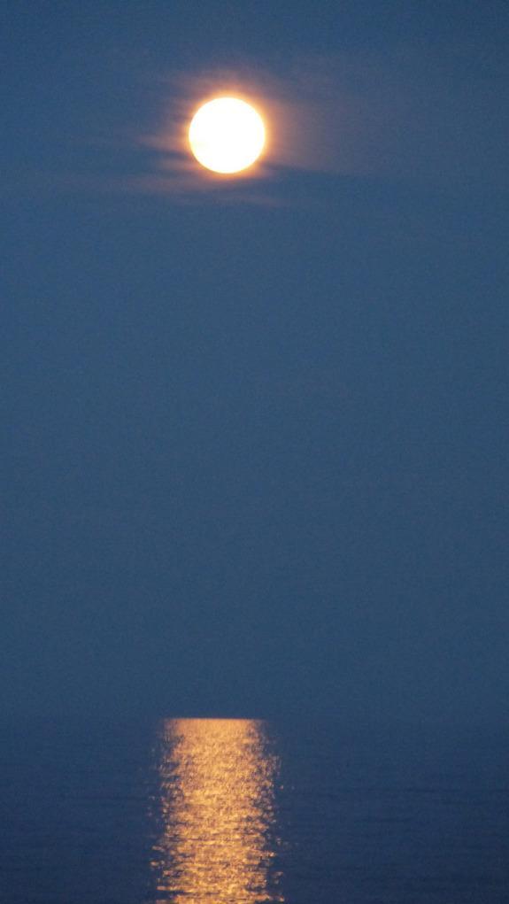 Super-Vollmond vom 5. Mai 2012 über Hampton Beach, New Hampshire (Foto: Uli Creighton)