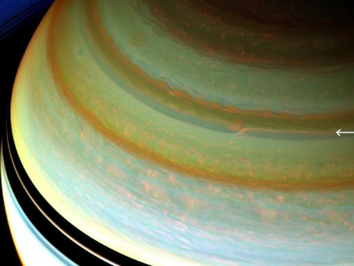 Auf diesem Bild der Raumsonde Cassini ist ein besonders starker Jetstream in der nördlichen Hemisphäre des Gasriesen Saturn zu erkennen. (NASA / JPL-Caltech / SSI)