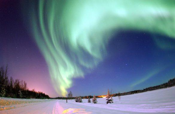 Nordlichter über Bear Lake, Alaska. (U.S. Air Force, Senior Airman Joshua Strang)