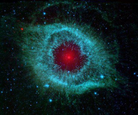 Der Helixnebel, aufgenommen vom Weltraumteleskop Spitzer. (NASA / JPL-Caltech / Univ.of Ariz.)