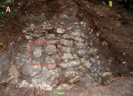 Furniersteine des Palast-Damms in der antiken Maya-Stadt Tikal. (Scarborough et al.)