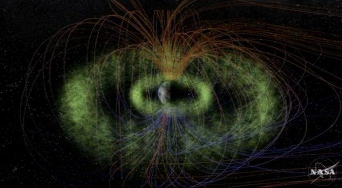 Künstlerische Darstellung der beiden Van-Allen-Gürtel (grün). (NASA / T. Benesch, J. Carns)