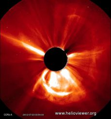 STEREO-Aufnahme des koronalen Massenauswurfs vom 22./23. Juli 2012. (NASA / STEREO)