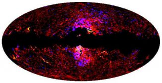 Der Mikrowellenhintergrund des Himmels, aufgenommen vom Weltraumteleskop Planck. Die ungewöhnliche neue Strahlung ist als blau-rot-weiße Zone im Zentrum erkennbar und stimmt mit den Positionen der bereits zuvor entdeckten Gammastrahlungsblasen überein. (ESA / Planck / Fermi)