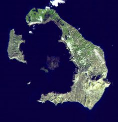 Satellitenaufnahme des Santorin-Archipels. (NASA / GSFC / METI / ERSDAC / JAROS, and U.S. / Japan ASTER Science Team)