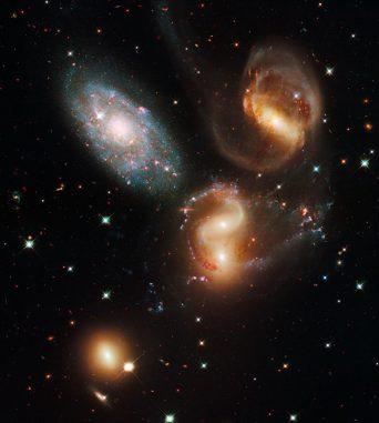 Stephans Quintett, aufgenommen vom Weltraumteleskop Hubble. (NASA, ESA and the Hubble SM4 ERO Team)