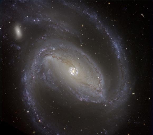 NGC 1097 in optischen Wellenlängen, aufgenommen vom Very Large Telescope (VLT) der Europäischen Südsternwarte in Chile. (ESO)