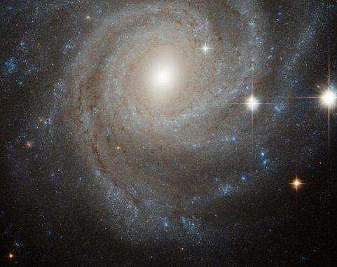 Balkenspiralgalaxie, Sternentstehungsregion, Gravitation, Hubble, Infrarotstrahlung