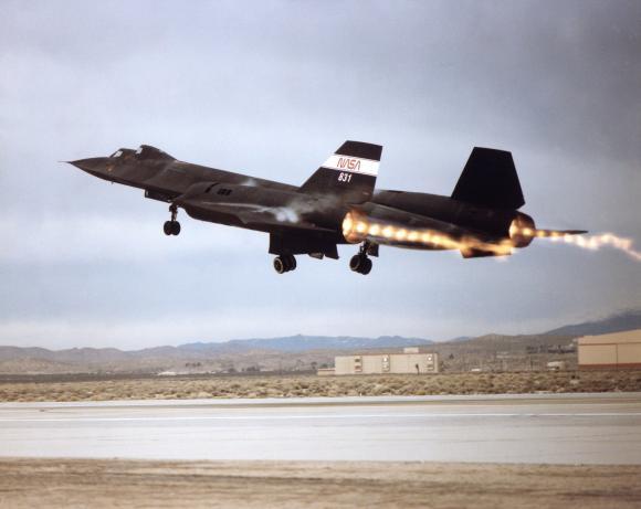 Schock-Diamanten im Abgas des Nachbrenners einer SR-71B Blackbird von der NASA. (NASA)