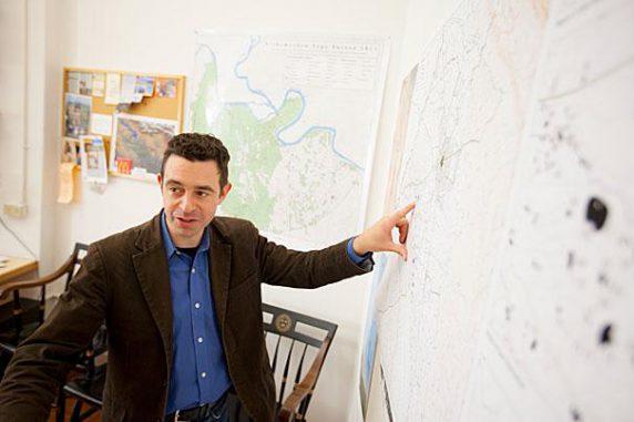 Professor Jason Ur von der Harvard University sucht im Irak nach antiken Stätten. (Rose Lincoln / Harvard Staff Photographer)