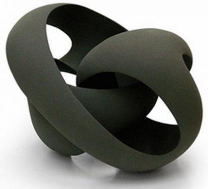 """In der theoretischen Physik gibt es unterschiedliche Ebenen, die sich wie Schwarze Löcher verhalten und als Schwarze Branen bezeichnet werden. Wenn Schwarze Branen in multiple Dimensionen gefaltet werden, bilden sie einen """"Blackfold"""". (Artist impression: Merete Rasmussen)"""