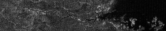 Eine Miniatur-Version des Nils auf dem Saturnmond Titan, aufgenommen von der Raumsonde Cassini. Das Flusstal ist über 400 Kilometer lang und enthält wahrscheinlich flüssige Kohlenwasserstoffe. (NASA / JPL–Caltech / ASI)