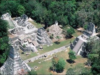Maya-Ruinen in Guatemala. (Photo copyright Tom Sever)